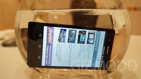 Top nhung smartphone chong nuoc hot nhat tren thi truong